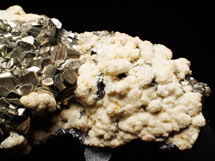 コソボ産パイライト、シデライト&カルサイト (Pyrite, Siderite & Calcite / Kosovo)-photo3