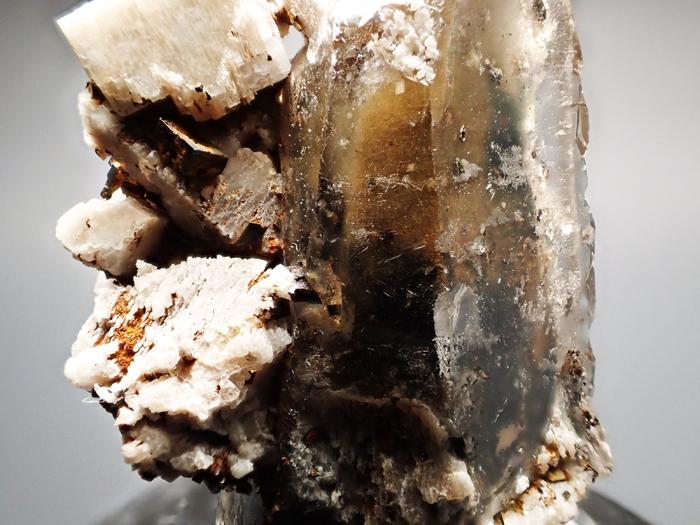 マラウイ産スモーキークォーツ、リーベカイト&シデライト仮晶 (Smoky Quartz, Riebeckite & Goethite after Siderite / Malawi)-photo12