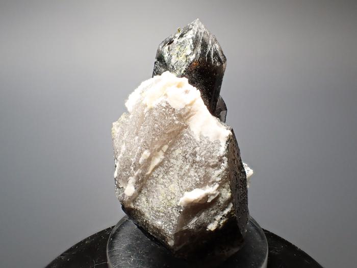 ポーランド産スモーキークォーツ、ベイブナイト&スチェゴマイト (Smoky Quartz, Bavenite & Strzegomite / Poland)-photo4